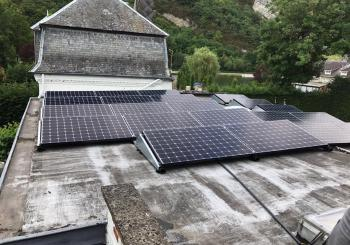 zonnepanelen in Namen op plat dak