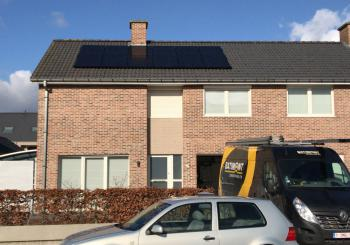 sunpower full black zonnepanelen Heule hellend dak